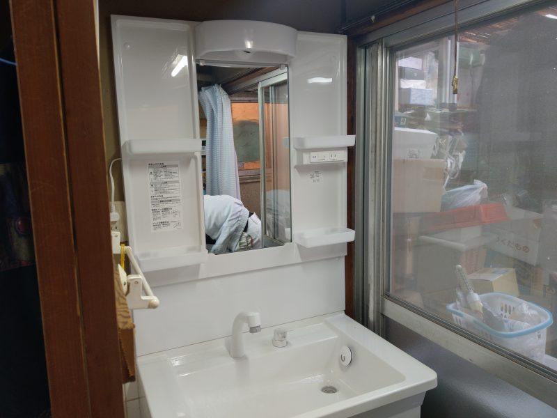 京都府宇治市水漏れ 洗面化粧台交換と床板補修工事