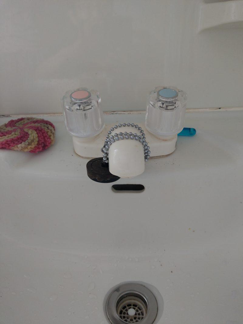 兵庫県川西市水漏れ修理 洗面台蛇口スピンドル交換とアングル止水栓スピンドル交換