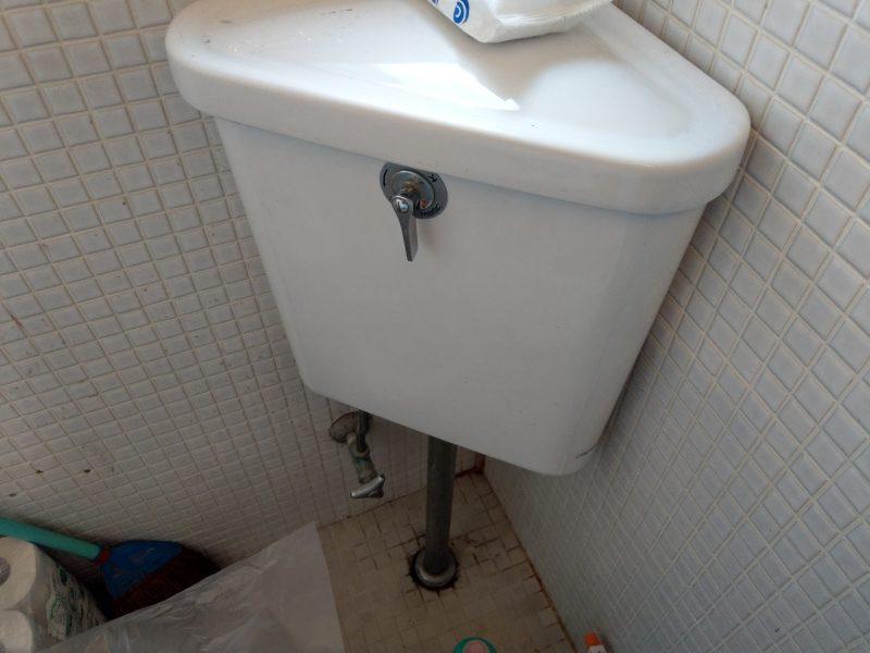 兵庫県川西市水漏れ修理 洗面ボールスピンドル交換とトイレゴムフロート、スピンドル交換