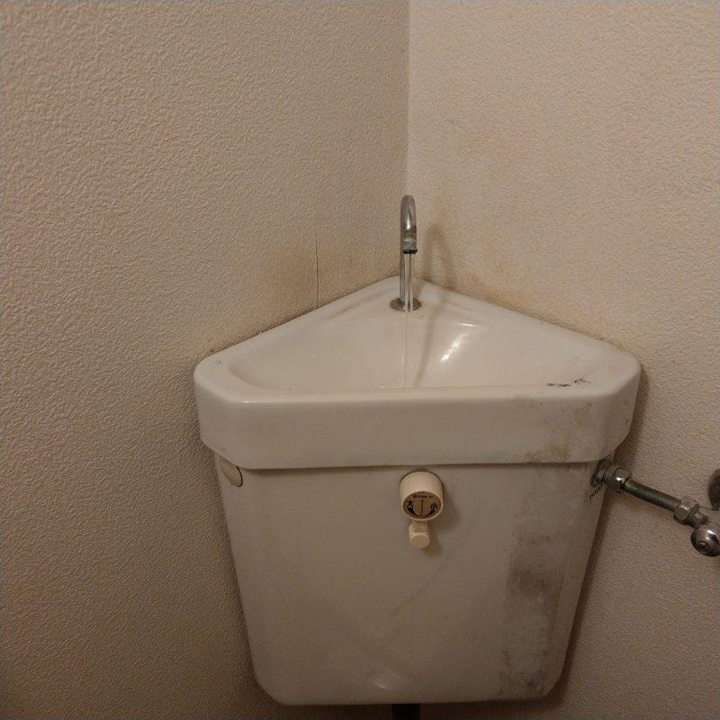 兵庫県神戸市中央区トイレ便器の中に水漏れ、ウォシュレット水漏れ依頼ゴムフロート交換