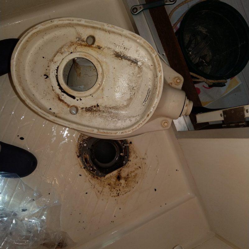 マンションのトイレと床の間からの水漏れ修理【大阪府大阪市城東区蒲生】
