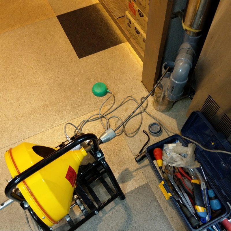 大阪府大阪狭山市での厨房内排水管から水が漏れてくる依頼