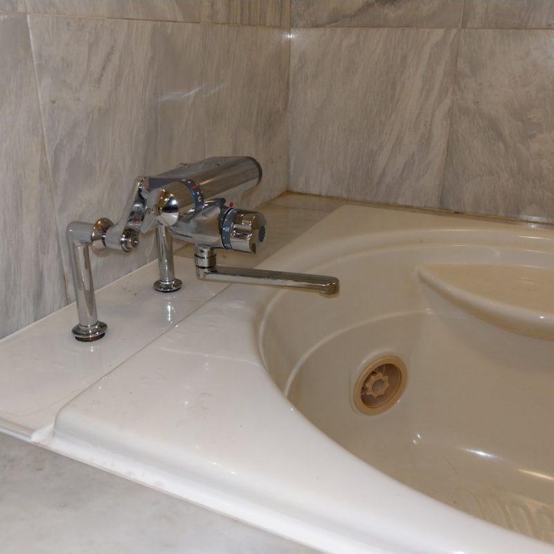 浴槽脱着から浴室蛇口交換(大阪府池田市)