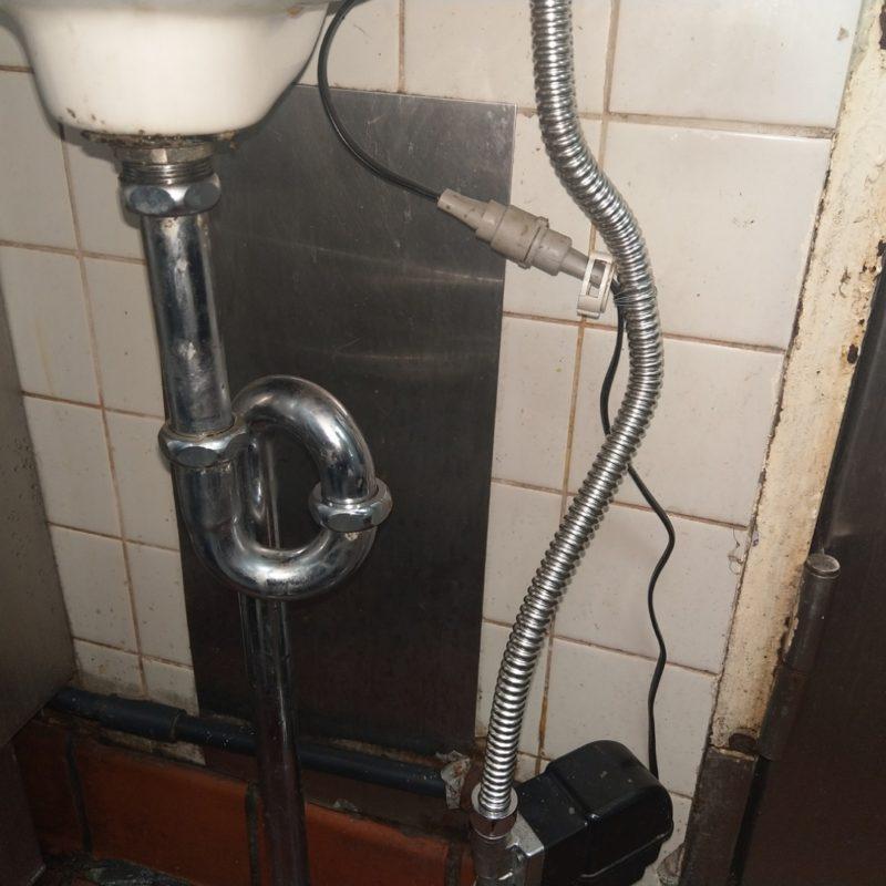 大阪府大阪市東成区での手洗い水漏れ修理と排水詰まり(飲食店)