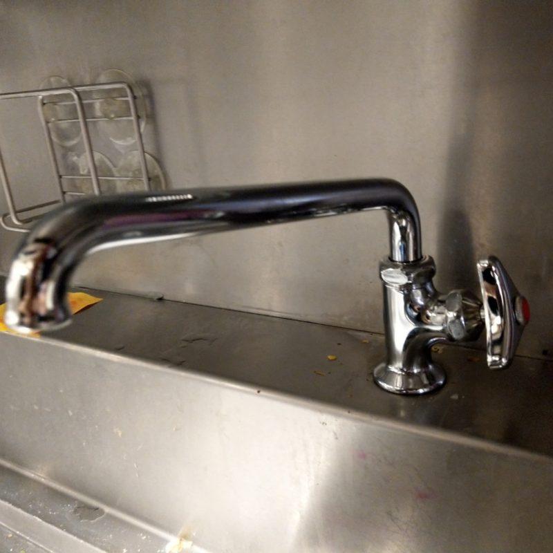 大阪府大阪市中央区での厨房キッチンの蛇口水漏れ修理の依頼