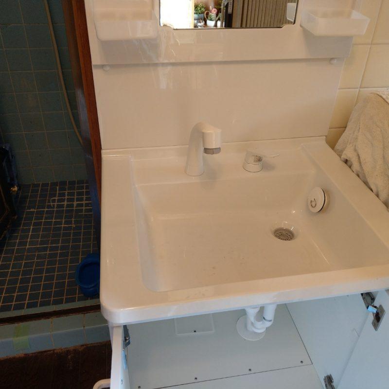 守口市寺内町での洗面蛇口水漏れから洗面台交換