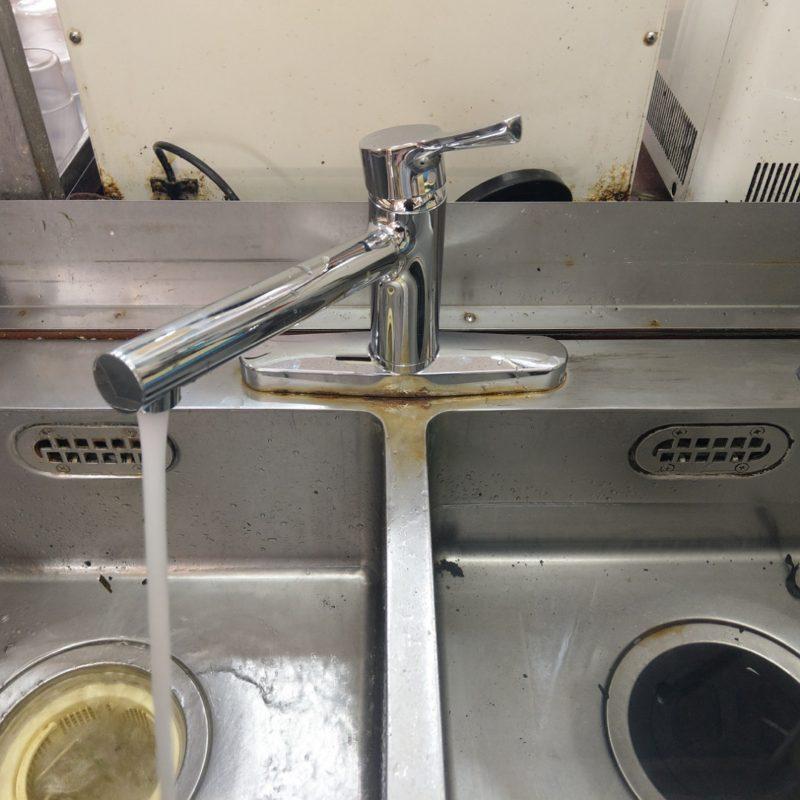 大阪府大阪市中央区での飲食店様キッチン蛇口水漏れから蛇口交換