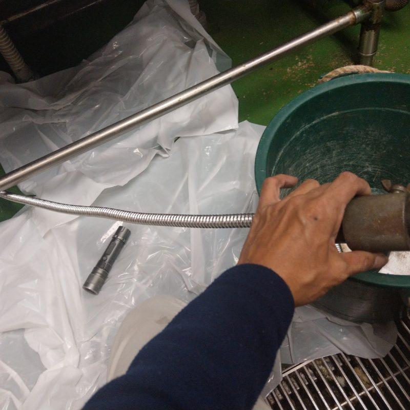 飲食店キッチン厨房洗い場床への水漏れ修理(大阪府大阪市都島区)