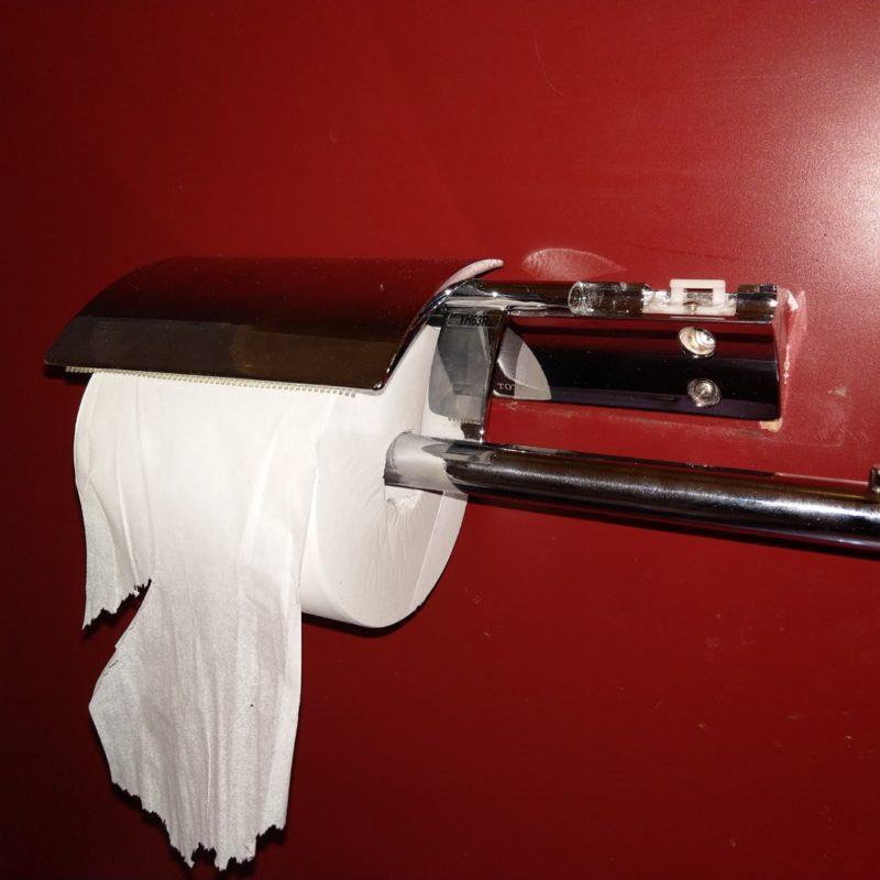トイレのペーパーフォルダーが外れて取れたので取り付けの依頼(大阪府大阪市鶴見区)
